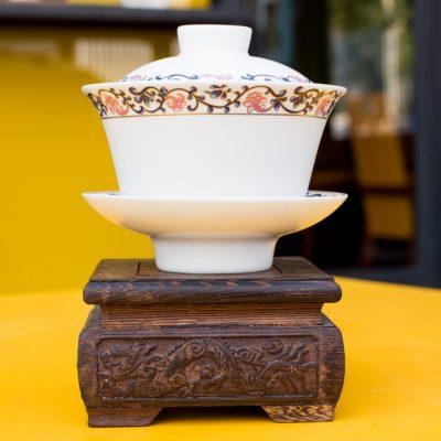 Gaiwan de porcelana branca com tema de flores rendadas